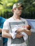chris-hemsworth-daughter-photo